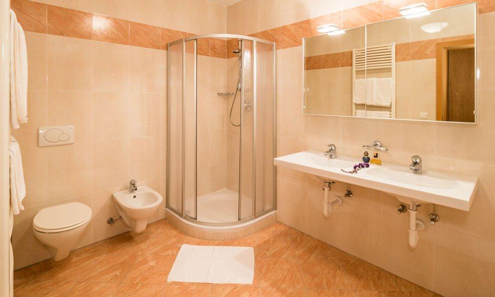 Badezimmer-Typ-Pinie