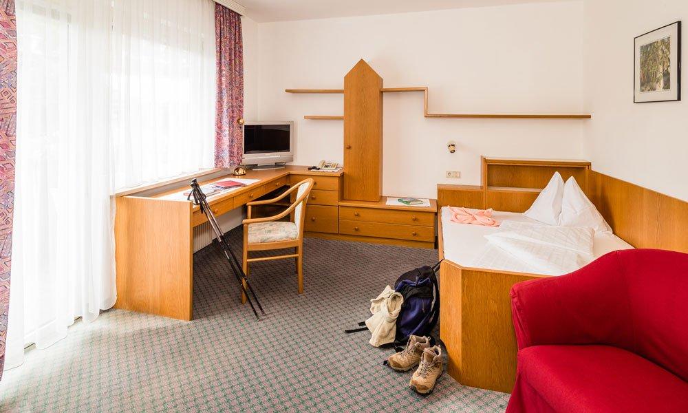 Einbettzimmer-Typ-Hahnenkamm-Haupthaus