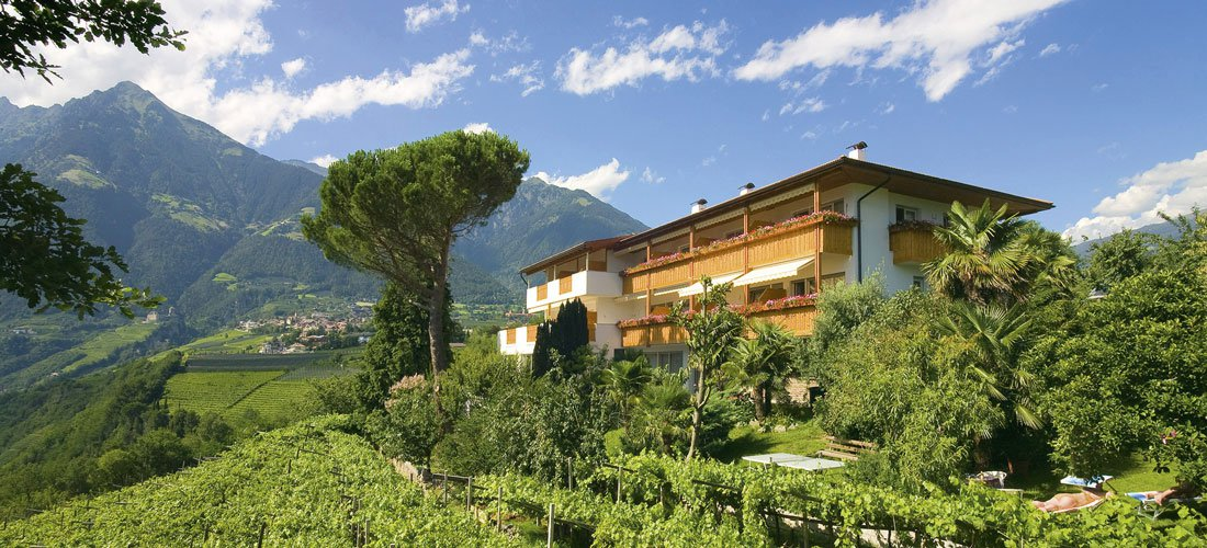 Mediterranean flair with marvellous mountain views - Our Mediterranée Annexe