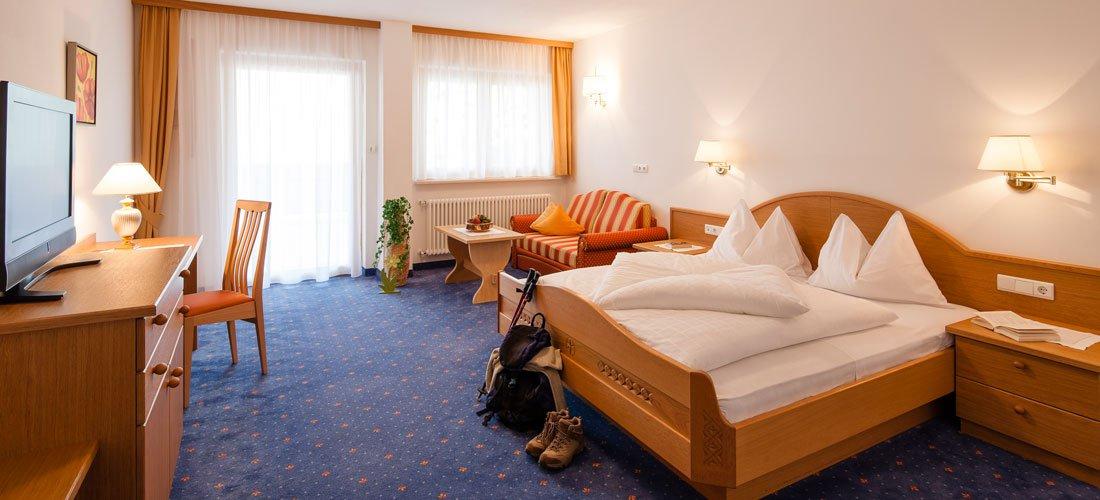Großzügige Zimmer mit stillvollem Ambiente