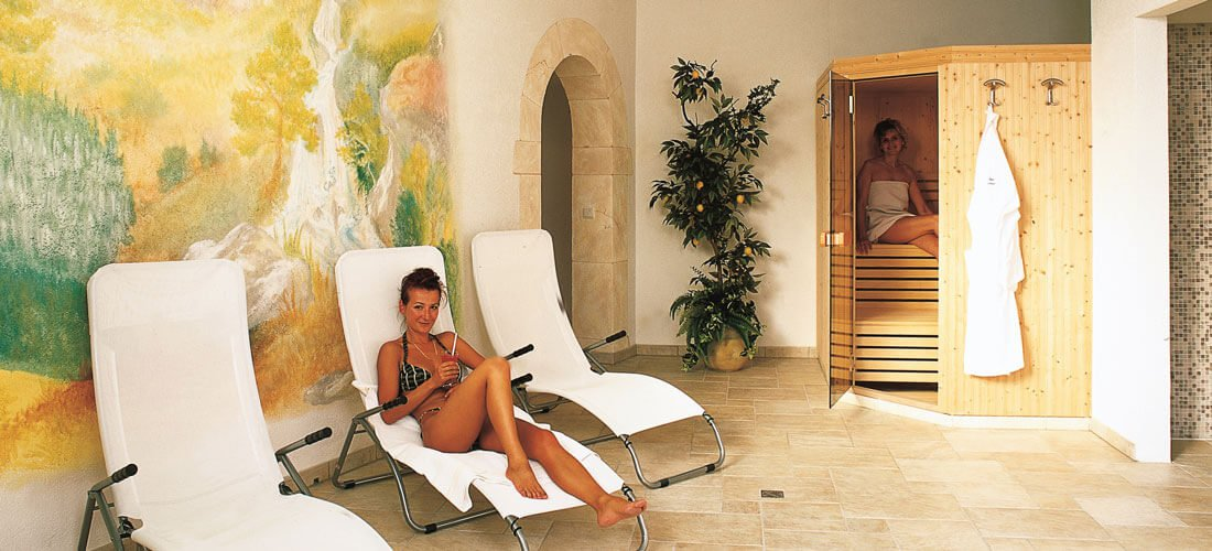 Indoor swimming pool & sauna facilities – spa delight at a feel-good hotel